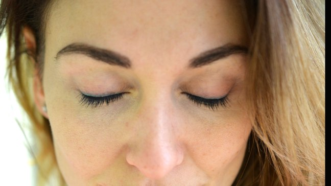 How to do your own eyelash tint